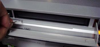 091024_三菱DVR-HE50Wのイジェクト穴