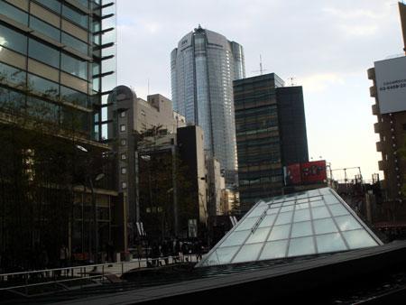 070405_東京ミッドタウンから見た六本木ヒルズ