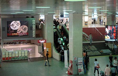070826_阪急梅田駅・コビックマン